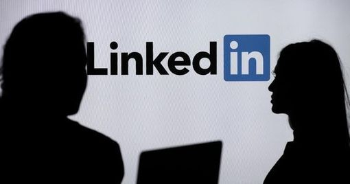 How To Let Recruiters Know You're Open To A New Job Using LinkedIn